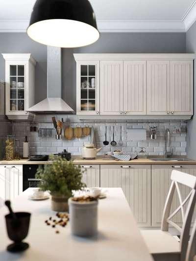 Интерьер кухни в однокомнатной квартире с подвесным светильником над столом