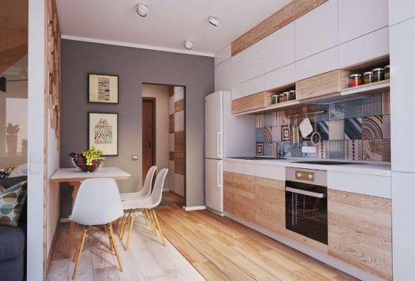 линейная кухня со столом у стены в однокомнатной квартире