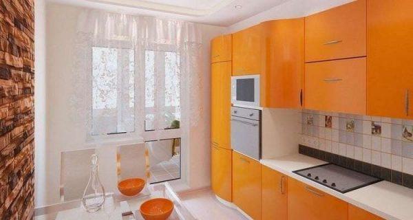 кухня в однокомнатной квартире с балконом