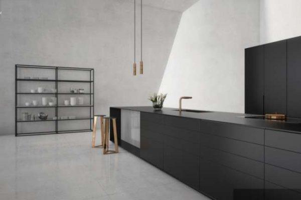 минимальный интерьер серой кухни в стиле хай тек