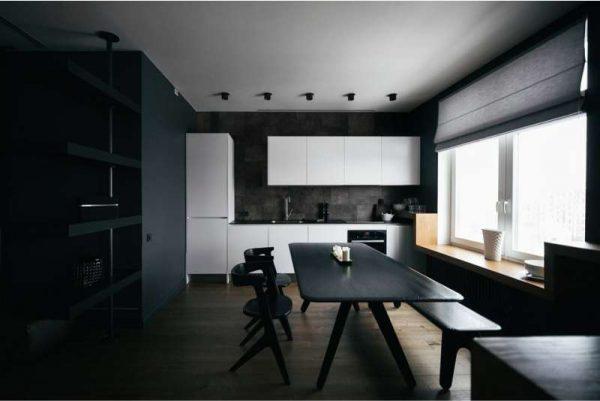 белый гарнитур на фоне чёрных стен на кухне в стиле хай тек