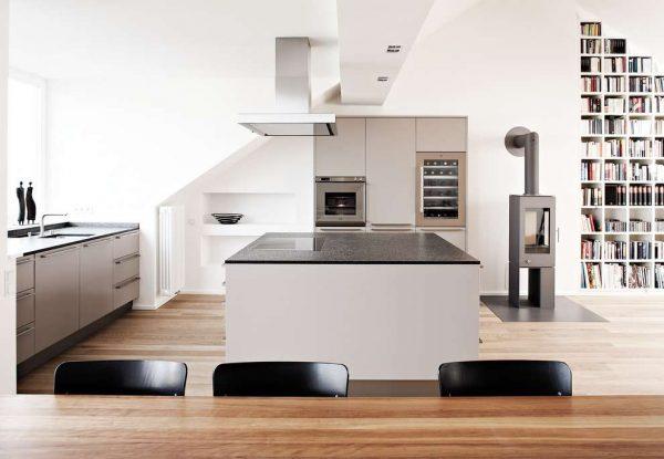 белый интерьер кухни в стиле хай тек