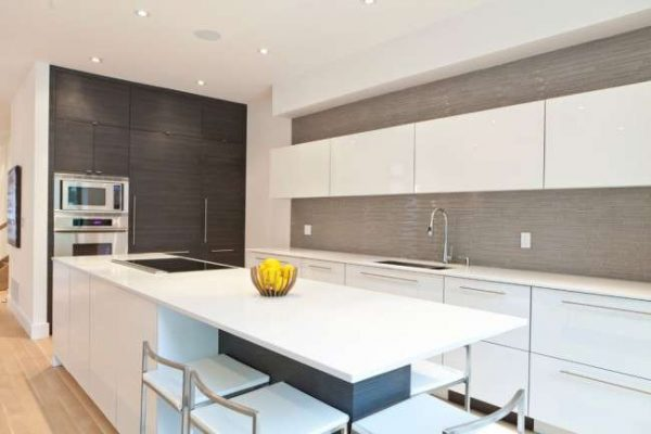 белый потолок на кухне в стиле модерн