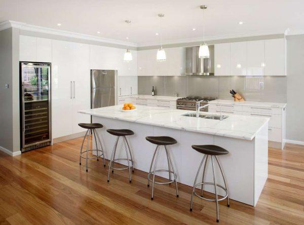 рабочая зона с обеденным столом вместе на кухне в стиле модерн
