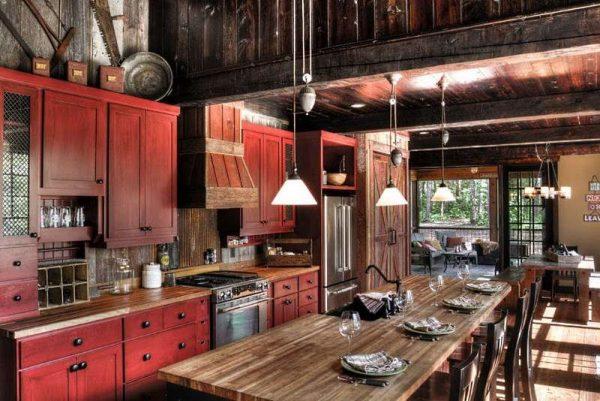 стол обеденный в интерьере кухни в стиле шале