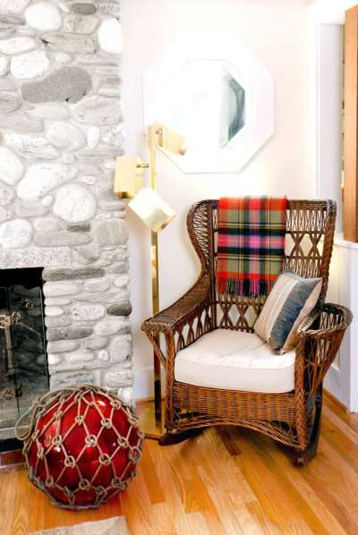 кресло качалка на кухне шале