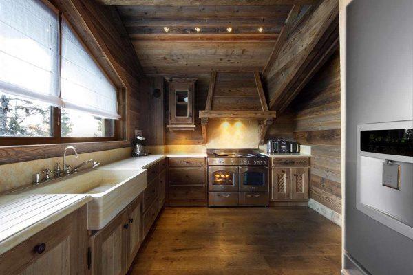 мойка на кухне в стиле шале