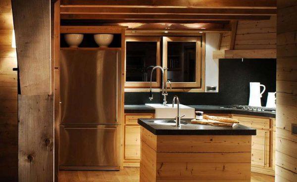 остров-мойка на кухне в стиле шале