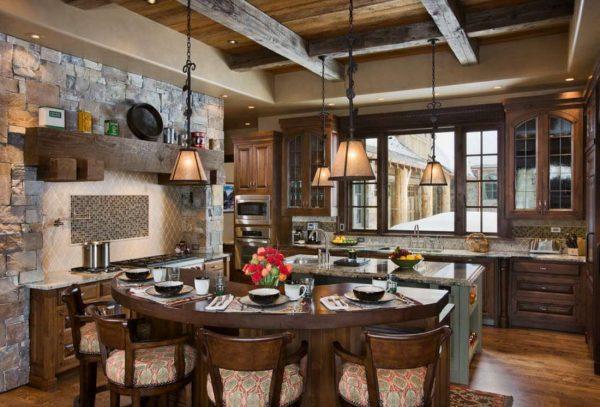отделка натуральным камнем стены на кухне в стиле шале