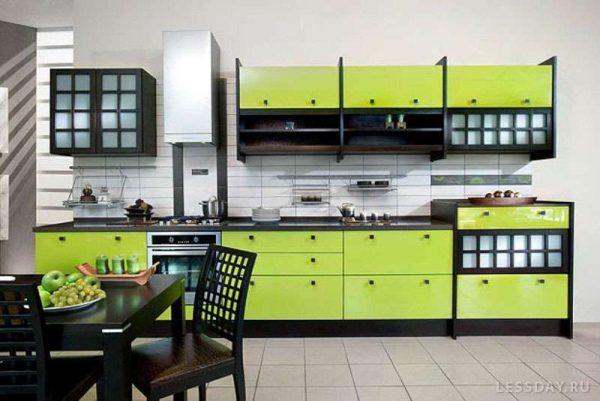 зеленый цвет с коричневым в интерьере кухни