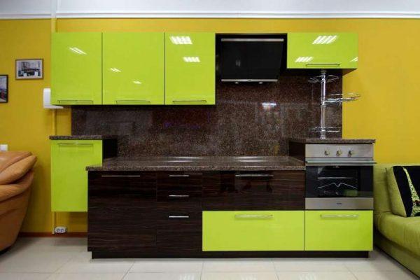 зеленая кухня в стиле хай тек