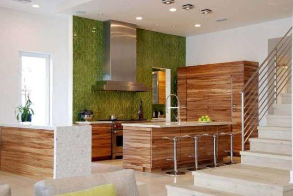 зеленый цвет в интерьере кухни на стене