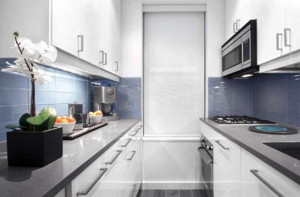 маленькая кухня с параллельными стенами