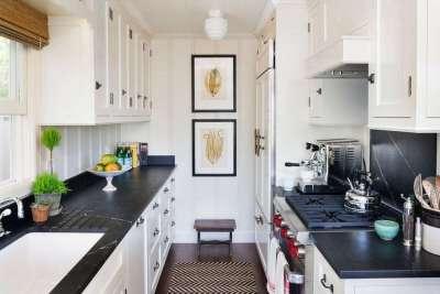 Черно белая кухня в хрущевке фото