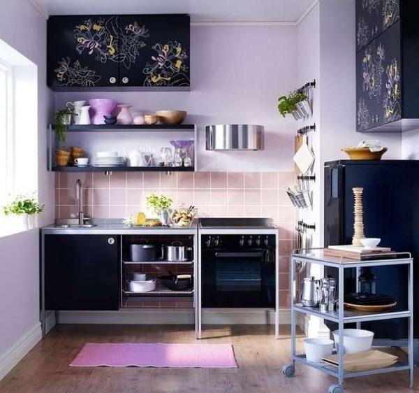 интерьер маленькой фиолетовой кухни