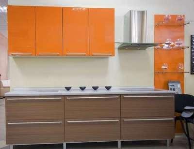 оранжевый с коричневым на кухне