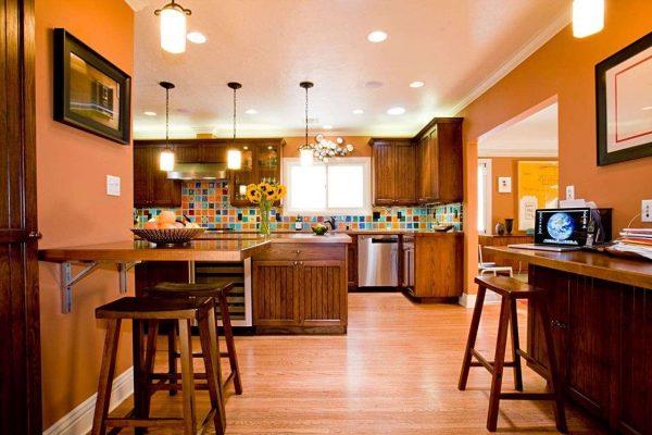 оранжевый и коричневый - два тёплых цвета на кухне