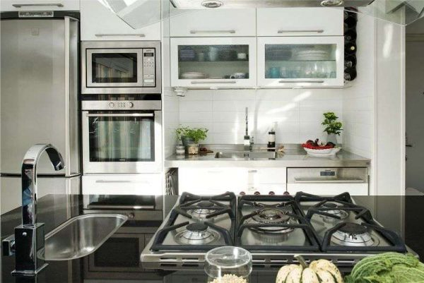 расстановка мебели на кухне гостиной