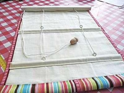 римские шторы с подъемным механизмом в интерьере кухни
