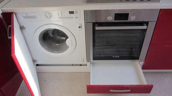 Кухня со встроенной стиральной машинкой