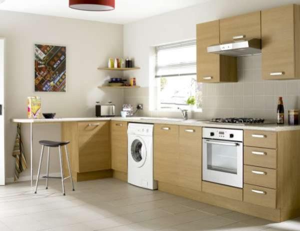 стиральная машина на кухне возле раковины