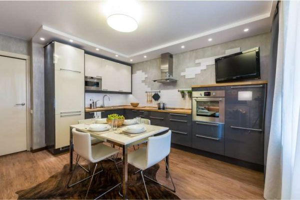 угловая мойка в интерьере кухни с деревянной столешницей