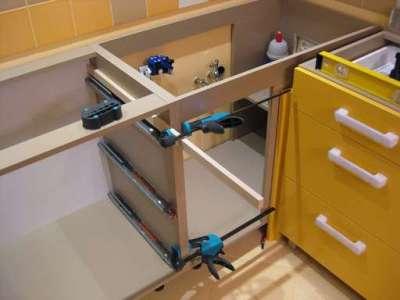 сборка углового шкафа под мойку на кухню