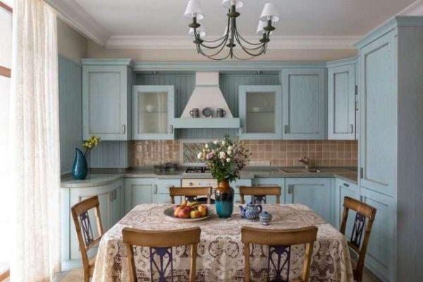 угловой шкаф под мойку в интерьере голубой кухни