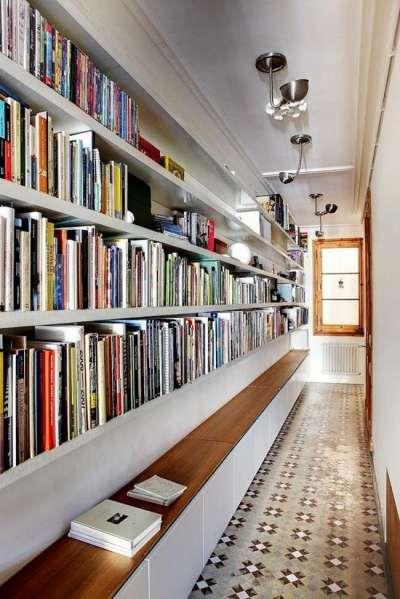 библиотека в узком коридоре