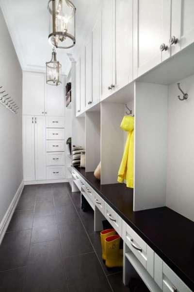 белый узкий коридор в квартире