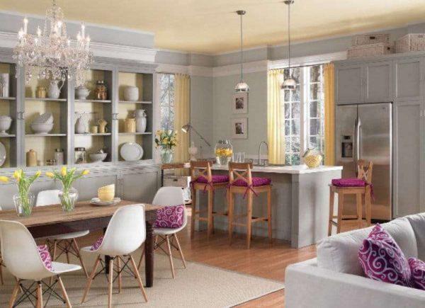 жёлтый с сиреневым цветом в интерьере кухни