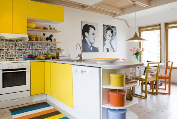 кухонный гарнитур с жёлтыми фасадами