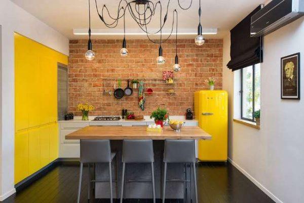 лофт с жёлтым цветом на кухне