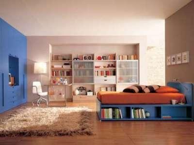 интерьер комнаты мальчика с ламинатом на полу