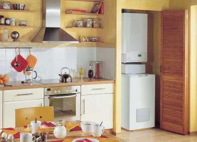 газовой котёл на кухне в шкафу