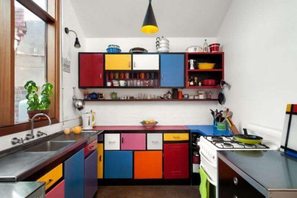сиреневый цвет в интерьере кухни в стиле поп арт