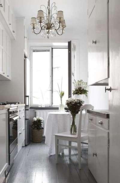 светлая мебель для маленькой кухни