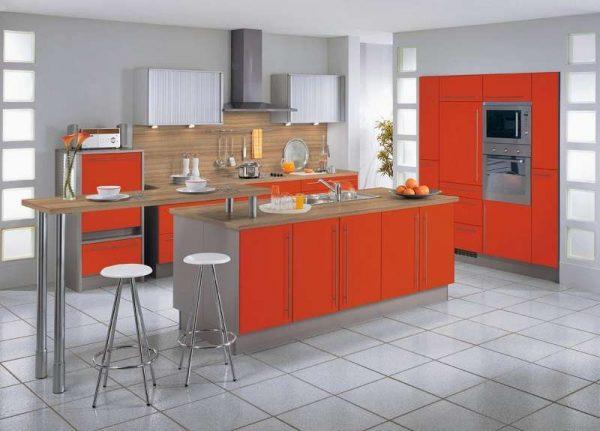 гарнитур с оранжевыми шкафами в интерьере кухни