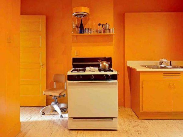 насыщенный оранжевый цвет в интерьере кухни