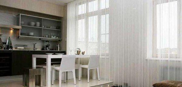 нитяные светлые шторы на кухне