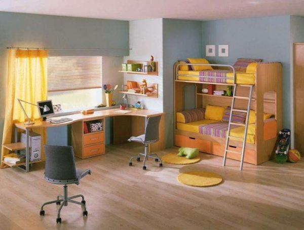 просторный интерьер детской комнаты для мальчика