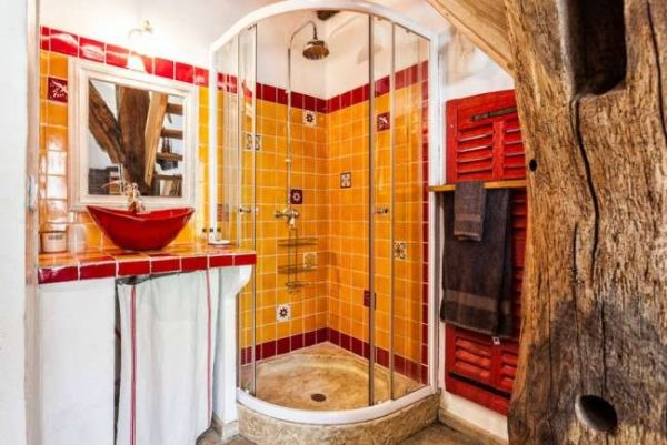 интерьер яркой ванной в хрущёвке