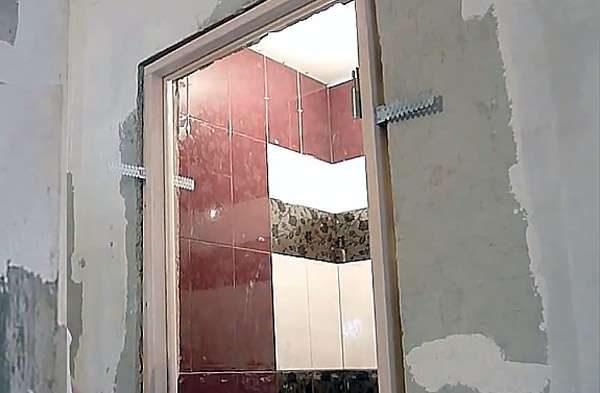 как установить двери в ванную