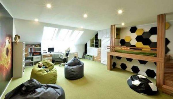 бескаркасная мебель в интерьере комнаты мальчика