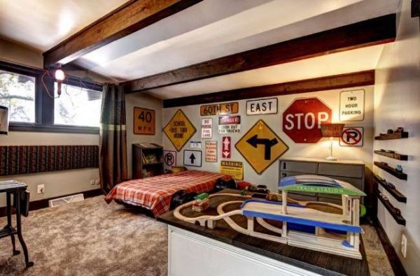 автомобильная атрибутика в интерьере комнаты мальчика