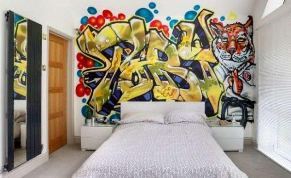 уличное графити в интерьере комнаты мальчика