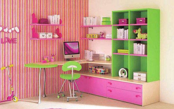 яркие цвета в комнате девочки