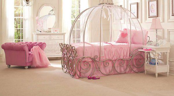 кровать принцессы в детской комнате