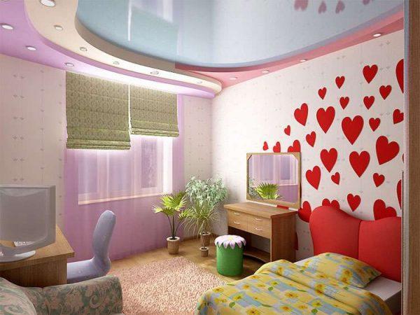 потолок в интерьере комнаты девочки
