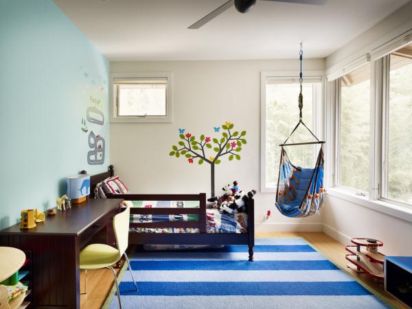 полосатый ковёр для детской комнаты